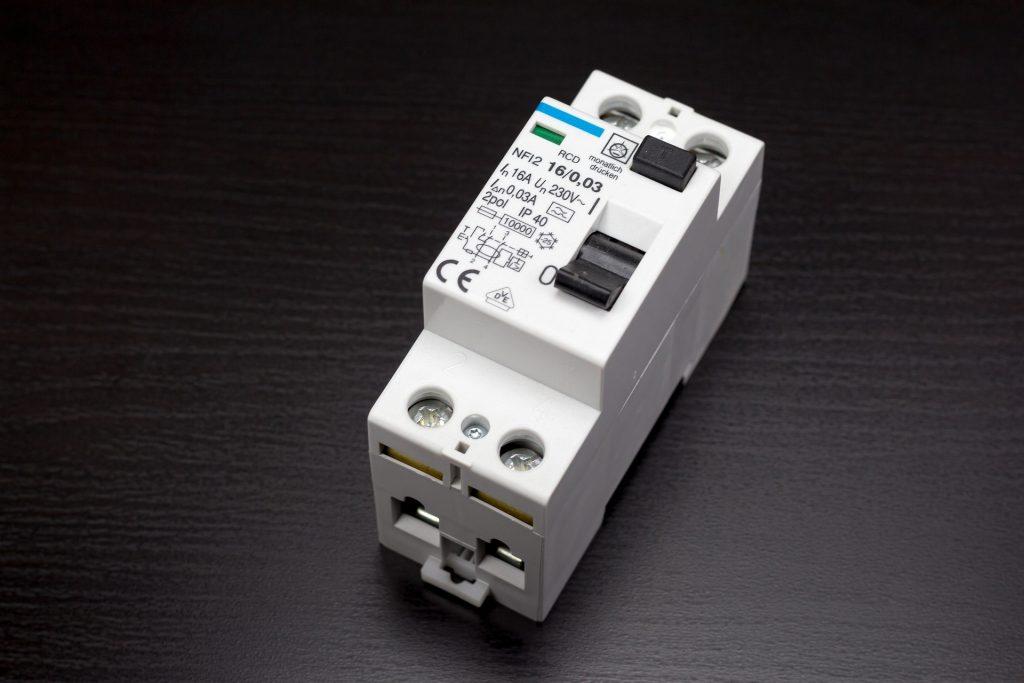 circuit-breaker